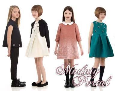 Одежда для девочек школьного возраста во многом похожа на наряды из взрослого гардероба. Красивые модные платья или сарафаны могут быть выполнены в технике